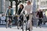 Nadine Vinzens auf E-Bike